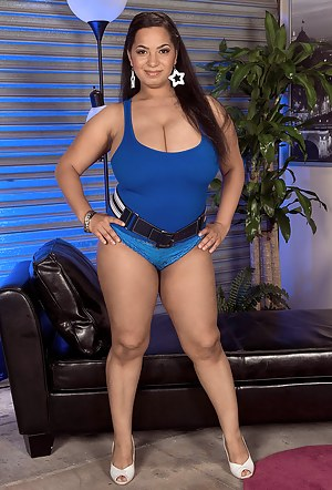 Big Juggs Pics, Huge Tits Porn, Sexy Naked Boobs